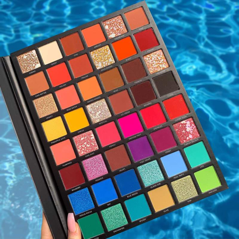 LaRoc Pro Professional Makeup Palette - The Artistry Book 6